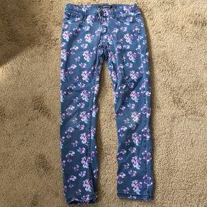"Pretty Pre-Owned ""Jordache"" Super Skinny Jeans"